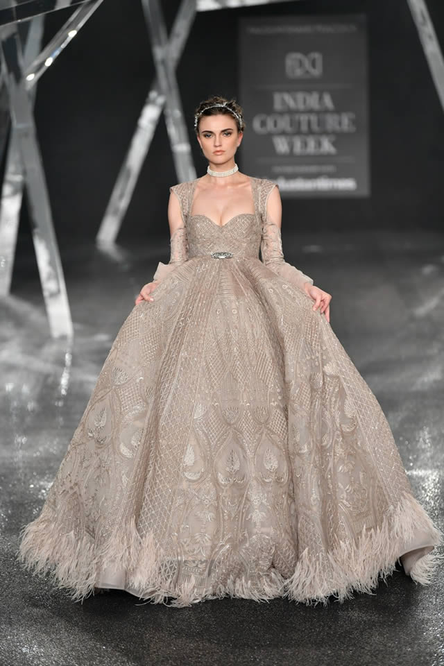 Falguni-and-Shane-Peacock-India-Couture-Week-Collection-2019