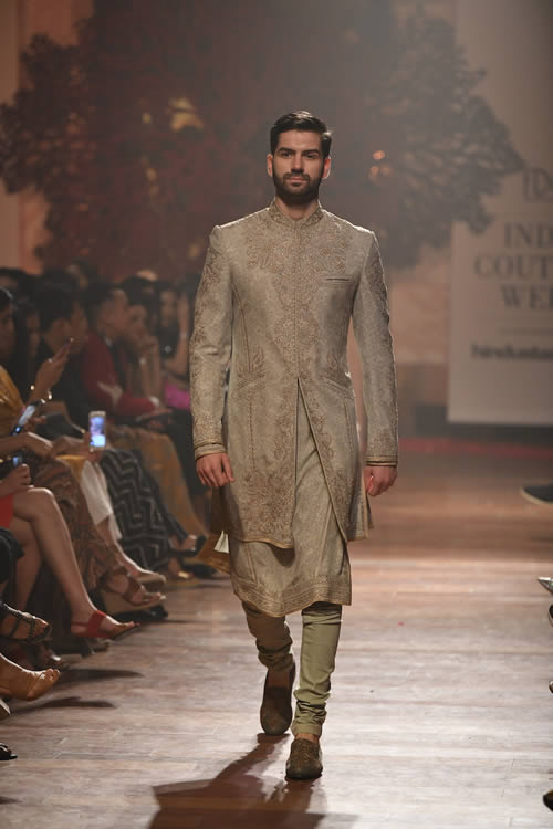 Fashion-designer-Tarun-Tahiliani-latest-dresses