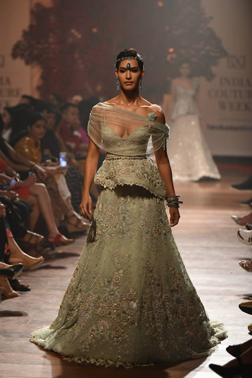 Tarun-Tahiliani-latest-dresses-collection