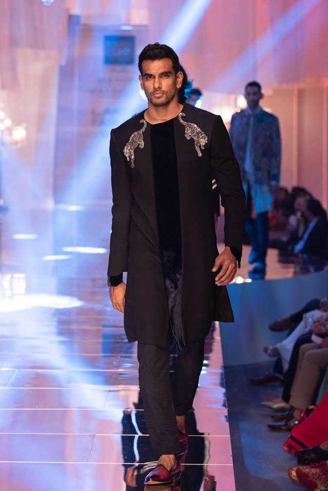 Fashion-designer-Manish-Malhotra-formals