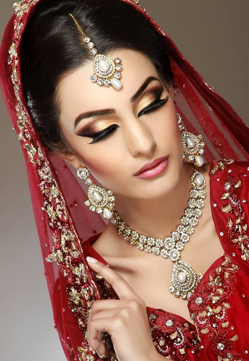 Bridal-With-Golden-Eye-Makeup