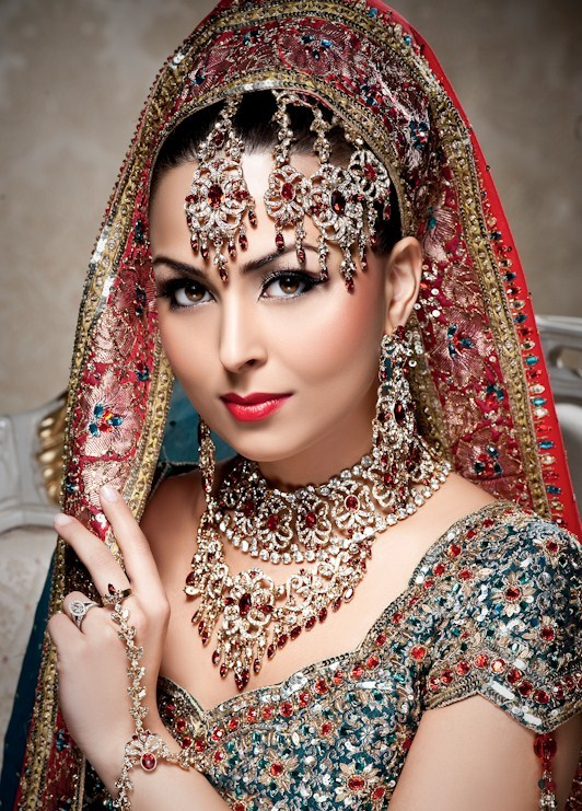 Indian-Bridal-Makeup-Styles