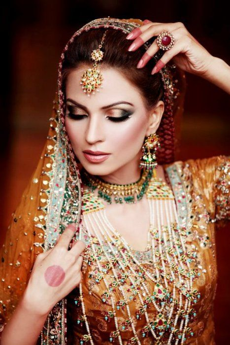 Magnificent-Eastern-Bridal-Eye-Make-up