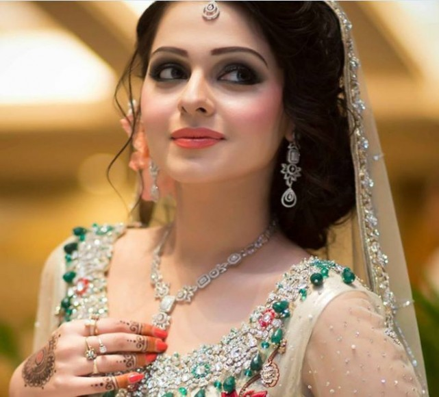 New-Style-Pakistani-Walima-Dress-with-Makeup