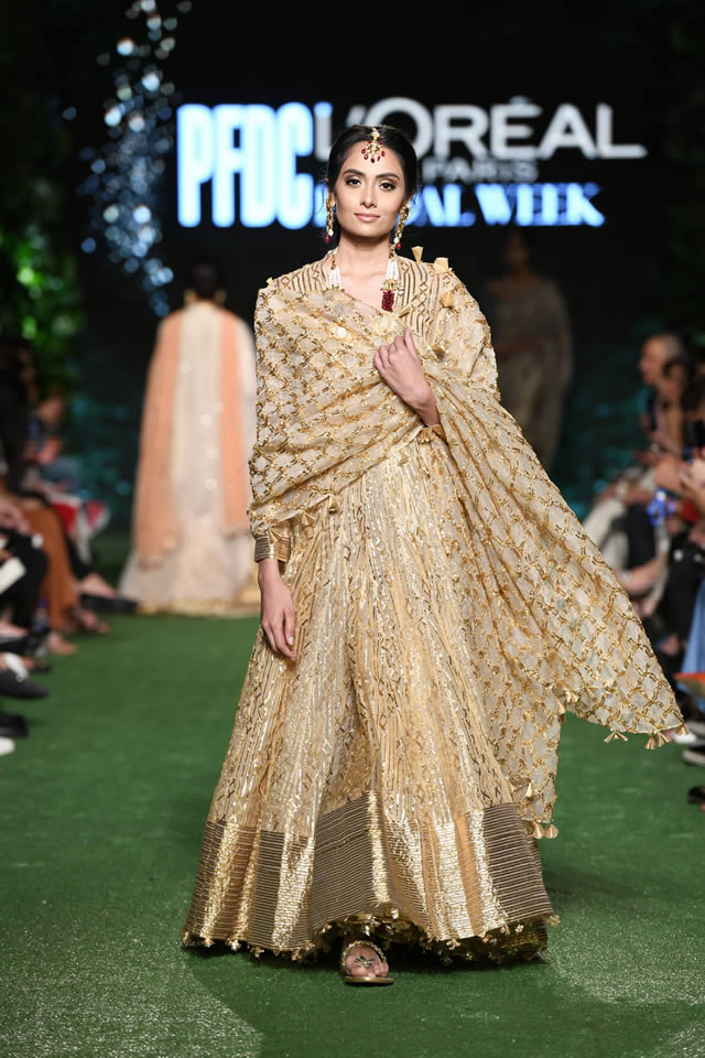 Nida-Azwer-Luxury-dresses-2019
