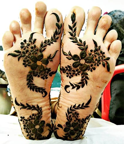 mehndi-on-bottom-of-the-foot