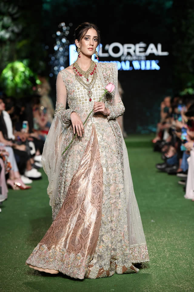 saira-shakira-bridal-dresses-2019-at-pfdc