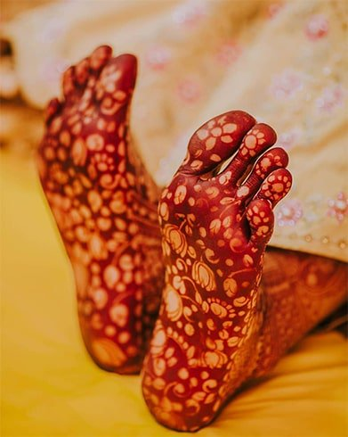 under-feet-mehndi-design