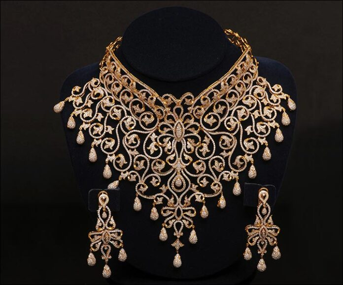 Diamond-Studded-Gold-Set