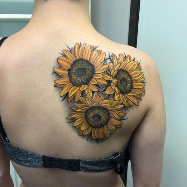 Best-Realistic-Sunflower-Tattoo-On-Right-Back-Shoulder