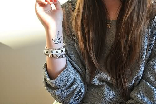 bird-wrist-tattoos-for-girls