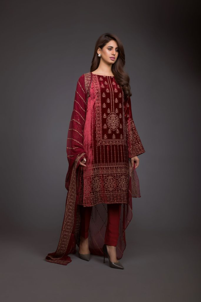 Bareeze-Luxury-Winter-Embroidered-Dresses-Shawls-Designs-3
