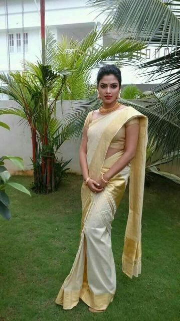 elegant-kasavu-saree-having-gold-blouse