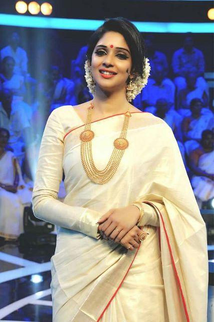 trendy-kerala-saree-with-matching-white-blouse