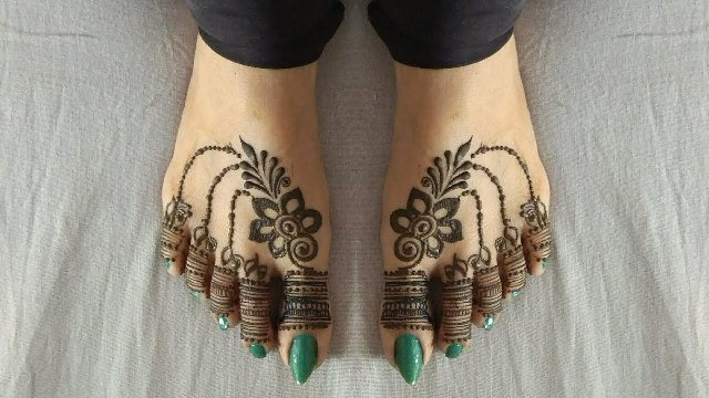 mehndi-designs-for-feet-easy