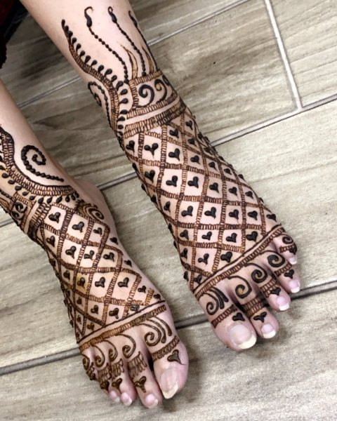 mehndi-designs-on-foot