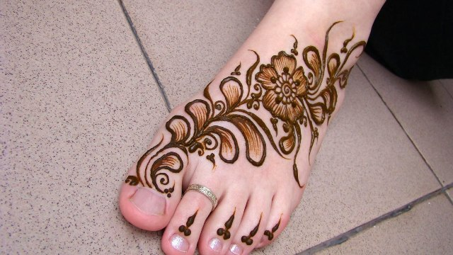 mehndi-feet-designs