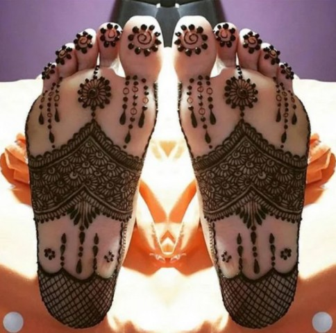 simple-mehndi-designs-for-feet