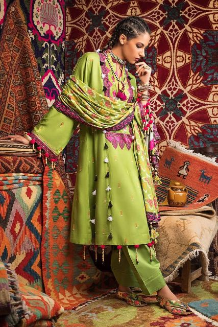 gul-ahmed-pre-fall-embroidered-linen-collection-7