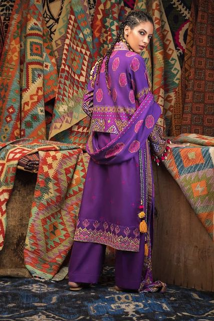 gul-ahmed-pre-fall-embroidered-linen-collection-9
