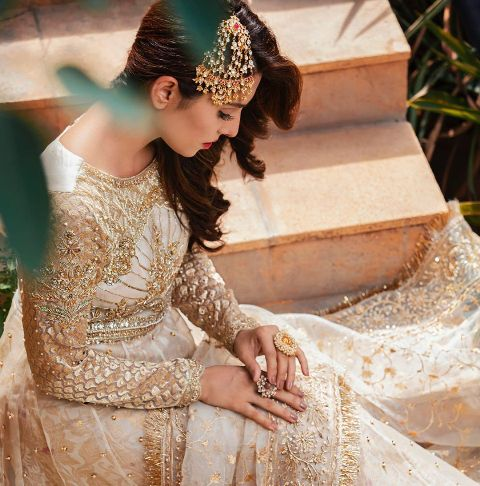 beautiful-ayaza-khan-bridal-looks-in-white