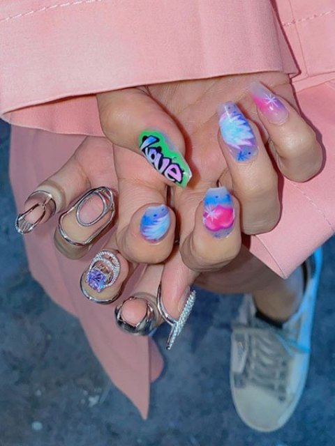Creative-Valentines-Day-Nails